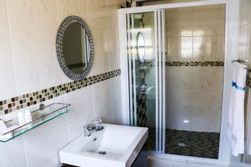 Standard Bathroom 3