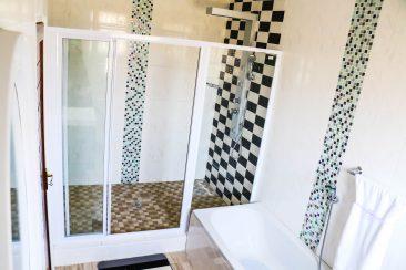 Executive Bathroom 6